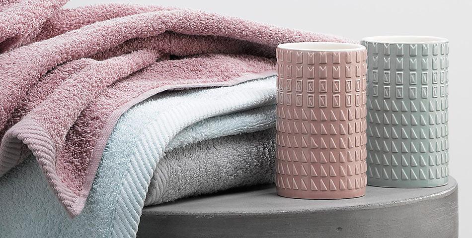Badtextilien | aus 100% Baumwolle – große Auswahl an Farben und Designs: Handtücher, Gästetücher, Badematten u.v.m.
