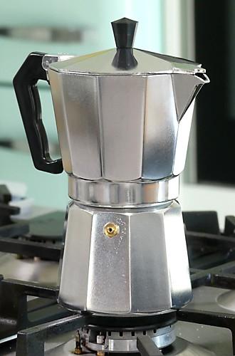 Kaffee zubereiten mit Espressokanne Italia kela