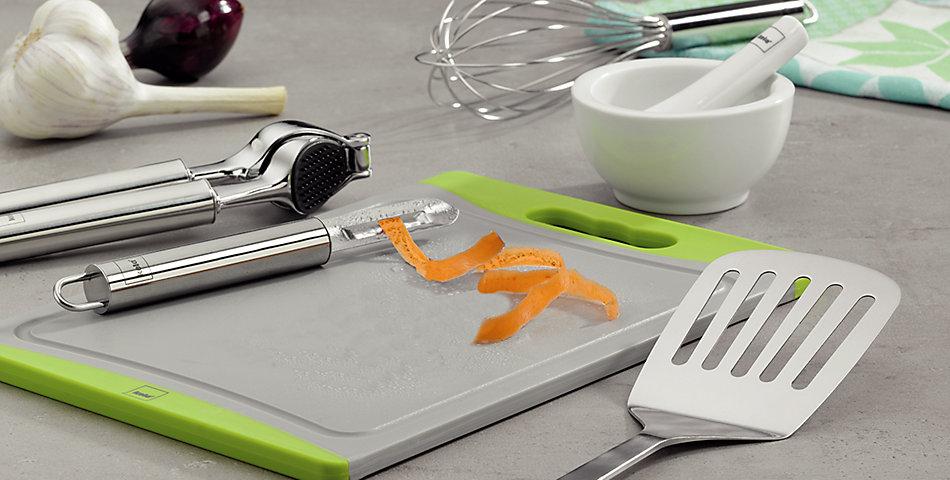 Küchenhelfer | Reiben, Hobel, Pfannenwender und weitere nützliche Helfer für den Küchenalltag.