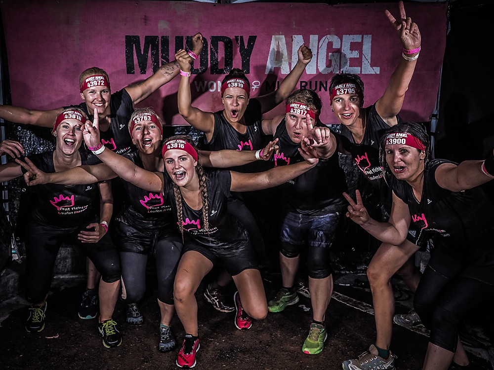 Muddy Angel Gruppenbild der Läufer