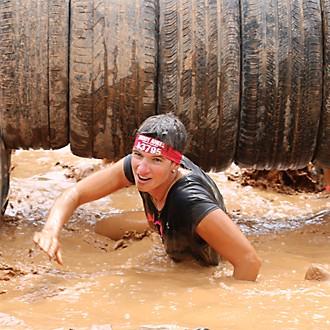 Muddy Angel tauchend im Schlamm