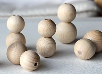 Osterhasen aus Holzperlen Schritt 1 Kleben