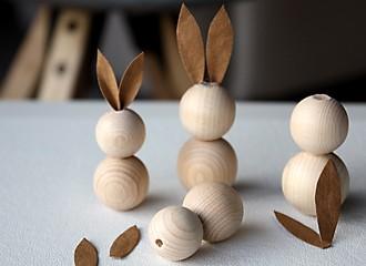 Osterhasen aus Holzperlen Schritt 2 Ohren