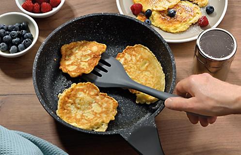 Hochwertige Pfannen: Pancakes in beschichteter Bratpfanne Stella Nova von kela