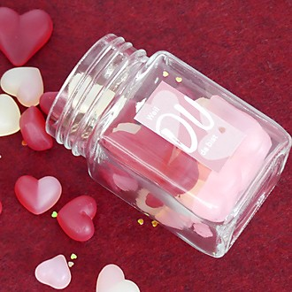 Vorratsglas mit Gummiherzen gefüllt