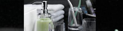 Weiße Keramikaccessoires für Badezimmer