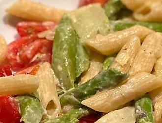 Spargel-Tomaten-Nudeln Ausschnitt