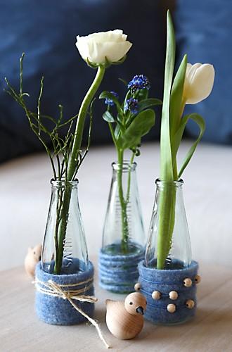 Tulpenarrangement auf Beistelltisch